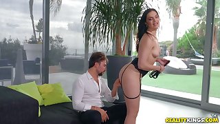 Hannah Vivienne sits on a guys face and rides his big hard dick