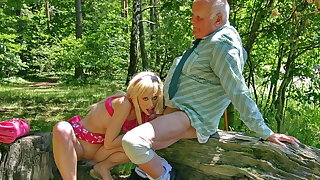 Hot blonde Teena Blond blows old flannel to get an autograph